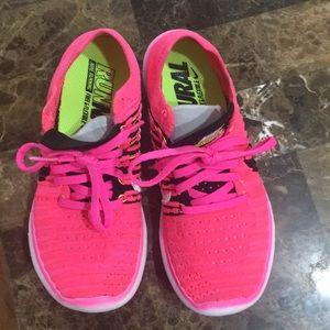 Nike Flyknit Women's shoes 6.5sz worn once
